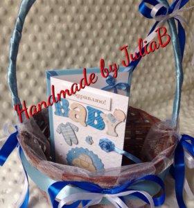 Подарок корзина для новорожденного и открытка