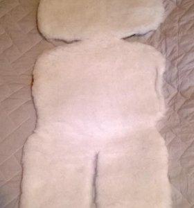 Меховая накидка на детское автокресло белая