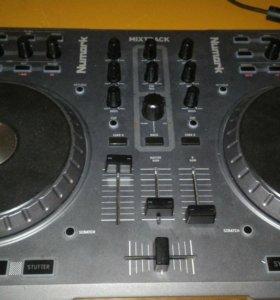 Контроллер Numark Mix track