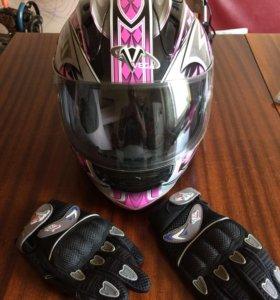Мотоциклетный шлем и перчатки