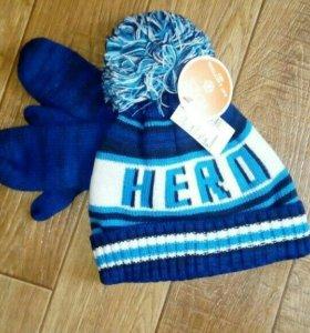 Новый комплект шапочка и варежки на флисе
