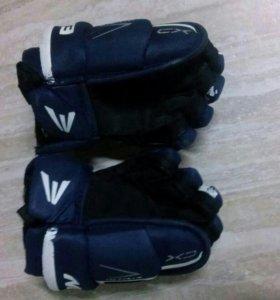 Хоккейные перчатки