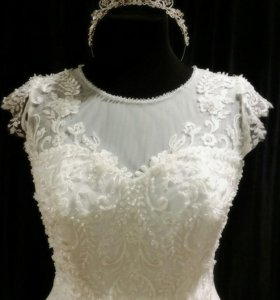 Свадебное платье и диадема к нему