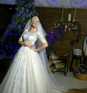 Дизайнерское свадебное платье .