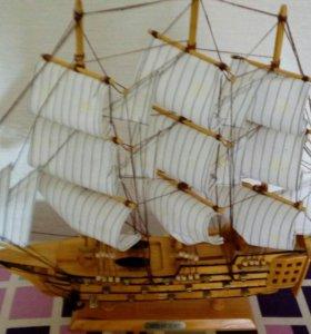 Кораблик деревянный для интерьера.