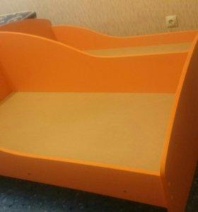 Детская кровать+ 2 матраса