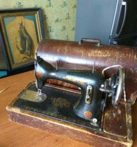 Машинка швейная ( антиквариат)