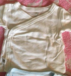 Детская одежда распашонки.