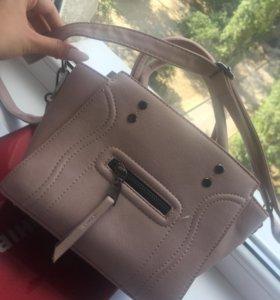 Маленькая вместительная сумочка