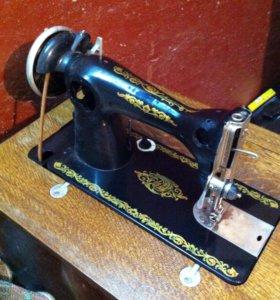 Продам швейную машинку с ножным приводом.