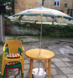 Стол, зонт и стулья