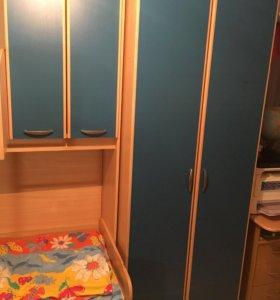 Двухъярусная кровать с гардеробом.Самовывоз