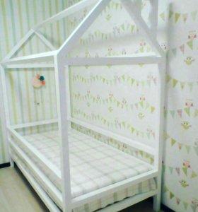 Детский домик—кроватка.