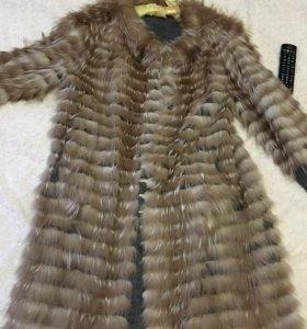 Пальто меховое горная лиса , на трикотаже .