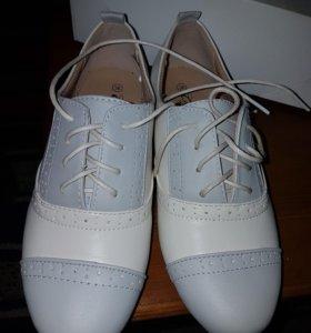 Ботинки новые в коробке натур. кожа