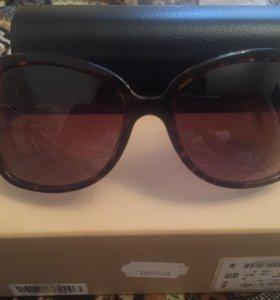 Burberry Солнцезащитные очки