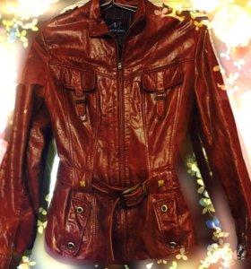 Женская куртка из натуральной кожи