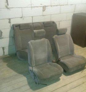 Toyota Crown сидения комплект