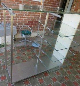 Большой стеклянный шкаф