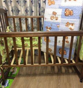 Кровать детская+ матрас+ крепление для балдахина