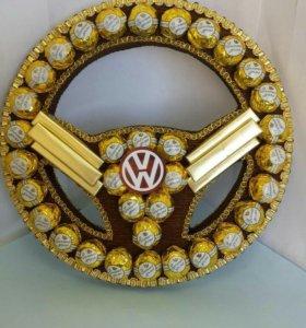 Подарок мужчине,композиция из конфет