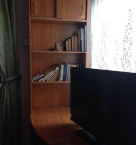 Стол и подставка со шкафом и стол компьютерный