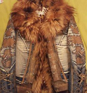 джинсовая куртка с воротником из меха енота