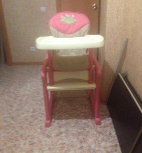 Детский столик со стульчиком.