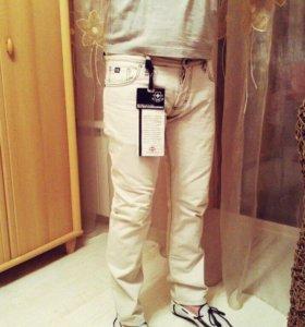 Продаются новые джинсы Zuelements Denims Khakis