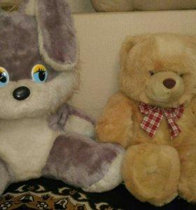 Зайка и медвежонок игрушки