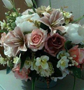Композиция из искусственных флористических  цветов