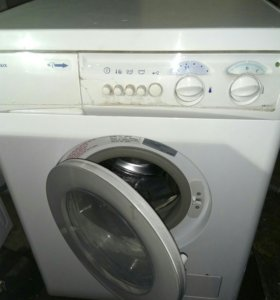 Рабочая стиральная машина