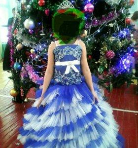 Очень красивое, пышное платье на 6-10 лет