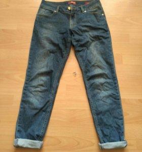 Фирменные джинсы-бойфренды
