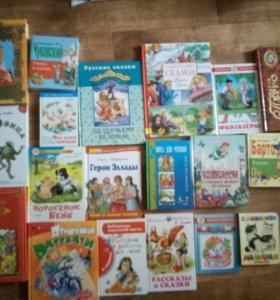 24 книги с детскими сказками.