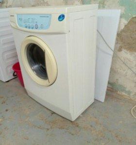 В продаже стиральная машинка samsung s 832на 4 кг