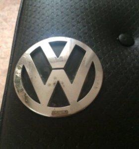 Знак на крышку багажника от Volkswagen Jetta 5