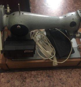 Машинка швейная электрическая