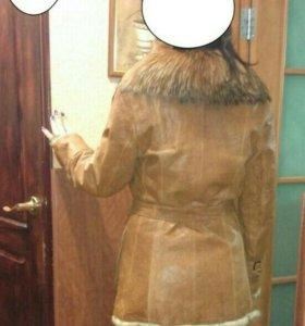 Куртка кожанная утепленная, воротник мех енот.