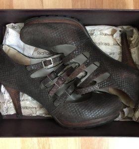 Туфли коричневые с ремешками