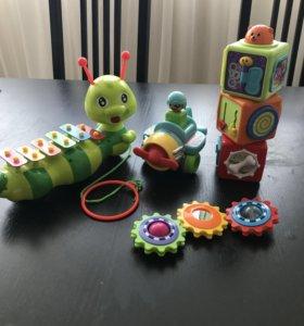 Игрушки: ксилофон, кубики