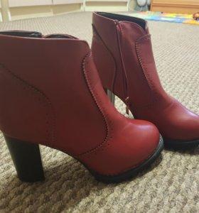 Продам новые женские ботинки