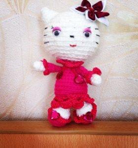 Вязанная игрушка Кити.