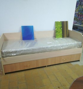 Кровать со спинкой,ящиками