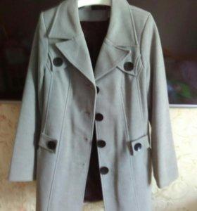 Женское пальто размер 50.