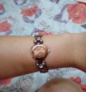 Продам новые наручные часы