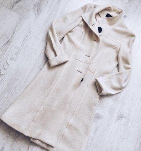 Новое белое шерстяное пальто, 44 разм