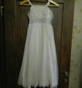 Праздничное белое платье