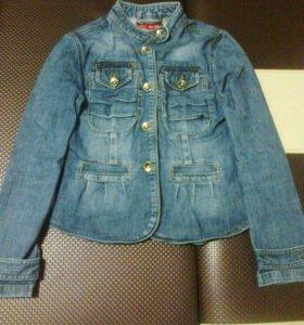 Джинсовая куртка на девочку размер м