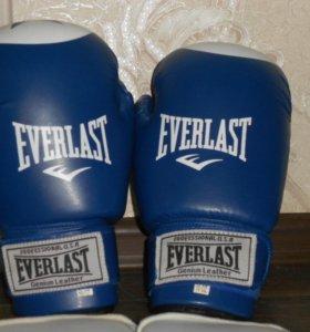 Боксерские перчатки+щитки